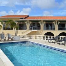 Huis en zwembad